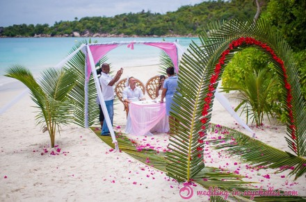 romantic-beach-wedding-ceremony-praslin1