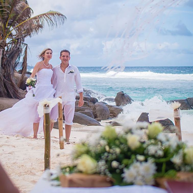 Couple S Wedding Ceremony And Reception Held At The Beach: Weddings In SeychellesWeddings In