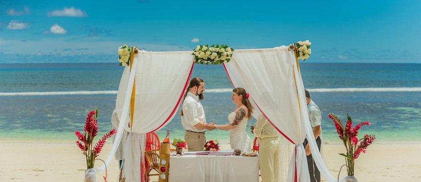 baie-lazare-wedding-slide